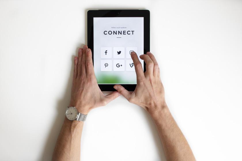 Social-media-follow-nordwood-themes--Unsplash-359015